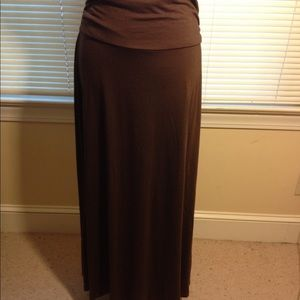 Dresses & Skirts - Solid brown Maxi skirt size L